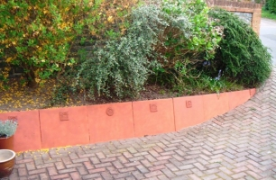 Five tiles help to liven up this driveway wall in Haywards Heath (UK)